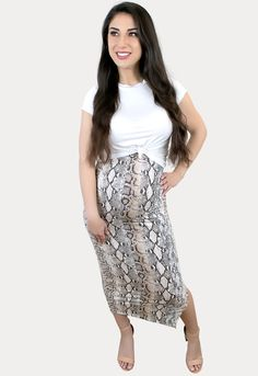 Snake Print Maternity Skirt with Side Slit - Sexy Mama Maternity Spring Maternity, Maternity Skirt, Maternity Fashion, Maternity Outfits, Cool Mom Style, Pregnancy Months, Bump Style, Snake Print, Midi Skirt