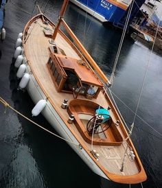 5 Popular Types of Sailboats and Why They're Loved – Voyage Afield Yacht Design, Boat Design, Sailboat Yacht, Yacht Boat, Sailing Yachts, Classic Sailing, Classic Yachts, Sailing Magazine, Wooden Sailboat
