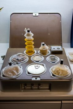 Explore the history of space food, learn about what food is currently aboard the International Space Station, and taste astronaut food packaged in cans, bags and tubes. B Food, Food Lab, Military Food, Space Food, Food System, Chocolate Packaging, Food Concept, Space Center, Space Station