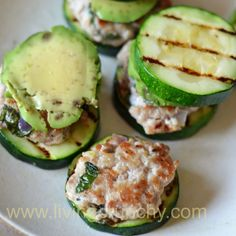 Paleo Meal Monday: Turkey Sliders with Zucchini Buns.I love the idea of the Paleo diet--eating things which a caveman could find and eat himself Lunch Recipes, Real Food Recipes, Cooking Recipes, Yummy Food, Cooking Tips, Salad Recipes, Healthy Snacks, Healthy Eating, Healthy Recipes