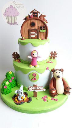 Torta de Masha y el oso Chanel Birthday Cake, 1st Bday Cake, Baby Birthday Cakes, Bear Birthday, Minnie Birthday, Masha Et Mishka, Fondant Cakes, Cupcake Cakes, Marsha And The Bear