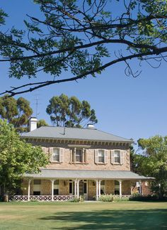 The Rowe family controls a vast swathe of South Australian pastoral land from their headquarters on historic Princess Royal station. Australian Country Houses, Australian Farm, Australian Homes, Modern Country, House With Land, Living In Adelaide, Homestead House, Australian Architecture, Stone Houses