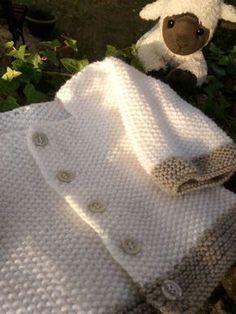 Gilet bébé & point de riz - Knitting And Crocheting Baby Knitting Patterns, Baby Patterns, Free Knitting, Kids Knitting, Scarf Patterns, Granny Square Häkelanleitung, Granny Square Crochet Pattern, Baby Cardigan, Crochet Gratis