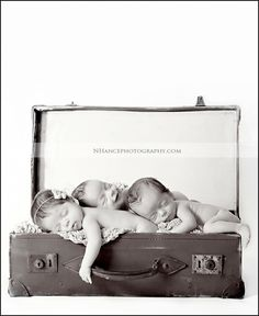 Adorable! If I ever get to photography triplets! So cute :)