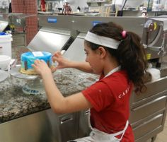 Buddy's daughter Sofia making a cake! Cake Boss Buddy, Carlos Bakery, Buddy Valastro, Rose Cookies, Master Baker, Beautiful Cakes, How To Make Cake, Baking, Bakken