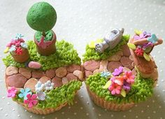 These botanical cupcakes are intense! Who would want to eat them after spending so much time shaping everything?!