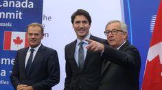 Justin Trudeau accueilli par Donald Tusk et Jean-Claude Juncker. - © NICOLAS MAETERLINCK - BELGA Les régions n'ont pas le droit à la parole, et si celles-ci osent, alors, la condamnation est directe, comme en témoigne cet imbécile de commissaire européen...
