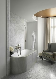 Stylish bathroom in white marble - Hotel Royal Evian