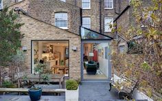Good work with glazing on not your typical side return extension.london A glass extension echoes the roofline of a Victorian terrace and transforms the space within. Orangerie Extension, Extension Veranda, Glass Extension, Side Return Extension, Rear Extension, Extension Ideas, Extension Google, Brick Extension, Victorian Terrace House