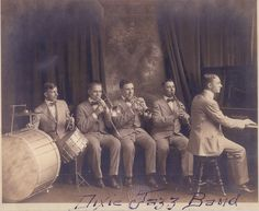 + Dixieland Jazz Band in Chicago, 1916. +