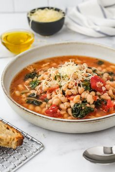 These Quick White Beans with Tomatoes & Kale are simple, delicious and comforting. Using canned beans makes this recipe easy and quick to cook for dinner. Bean Recipes, Side Dish Recipes, Soup Recipes, Vegetarian Recipes, Healthy Recipes, Easy Weeknight Dinners, Easy Meals, Pancetta Pasta, Delicious Dinner Recipes