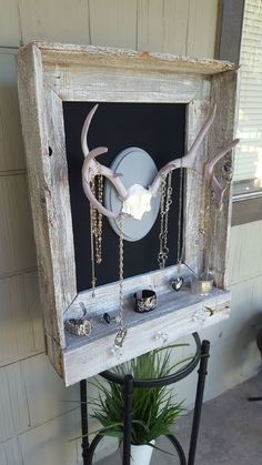 Awesome Rustic Deer Antler Decor Ideas Picture 36 …Read More… – Modern Deer Decor, Rustic Decor, Hunting Decorations, Rustic Chic, Country Decor, Rustic Wood, Vintage Decor, Handmade Home, Barn Wood Crafts