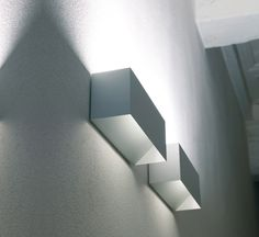 *Modern, white, minimal lighting* wall lamp 'Piú' by Davide Groppi Concept for yoga room and others for indirect lighting (would need to find a budget version. Hidden Lighting, Cool Lighting, Modern Lighting, Lighting Design, Modern Lamps, Light Fittings, Light Fixtures, Wall Lights, Ceiling Lights