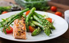 Exactly What One Woman Ate To Get Off Her Cholesterol Meds — Prevention Low Carbohydrate Diet, Cholesterol Diet, Reduce Cholesterol, Cholesterol Levels, Ulcer Diet, Bland Diet, Diet Recipes, Healthy Recipes, How To Cook Asparagus