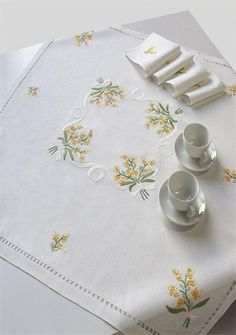 A beautiful the tablecloth in pure linen with bouquets of mimosa hand embroidered with frenchknot and flat stitch, finished with a high single knotted cluster handmade. Yellow Cottage, Rose Cottage, Yellow Tulips, Yellow Sunflower, Persian Silk Tree, String Of Pearls, Crochet Tablecloth, Black Wallpaper, Pansies