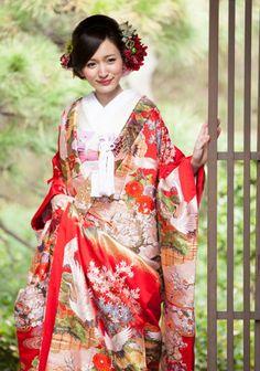 """ka-go-me: """" Sunlight Spilled """" Japanese Wedding Kimono, Japanese Kimono, Japanese Brides, Traditional Wedding Dresses, Traditional Outfits, Modern Kimono, Kimono Japan, Kimono Design, Kimono Pattern"""