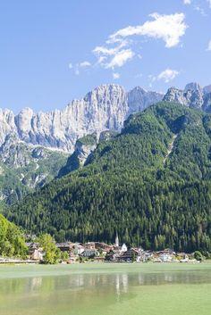 Lago di Alleghe con il Civetta Belluno Dolomiti Veneto Italia