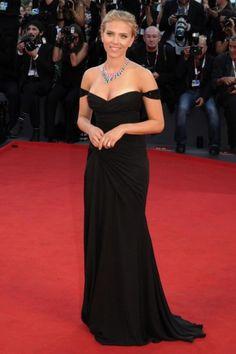 Scarlett Johansson in abito nero
