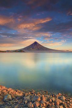 F&O; Fabforgottennobility - stayfr-sh:  Mount Mayon