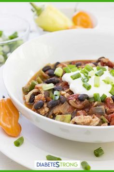 This Simple and healthy Turkey Chili recipe is loaded with protein (25 grams per serving!) and a satisfying spicy flavor from the jalapeño and red chili. It's low-carb, made on stovetop and can be ready in 30 minutes for a quick, healthy meal! Give it a try! #turkeychili #chilirecipes #turkeyrecipes #lowcarbrecipes #thanksgivingrecipes #diabeticrecipes #diabeticdiet #diabetesstrong Easy Diabetic Meals, Healthy Recipes For Diabetics, Diabetic Recipes, Easy Chicken Recipes, Turkey Recipes, Dinner Recipes, Easy Turkey Chili, Healthy Chili, Easy Family Meals