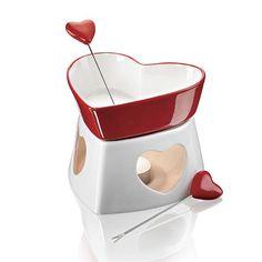 """Набор для шоколадного фондю """"Влюбленные сердца"""" В наборе для шоколадного фондю:  - фондюшница, 250 мл (1 шт.)  - подставка (1 шт.)  - вилки (2 шт.).  Внутри подставки размещается свеча для подогрева фондюшницы.  Размеры:  - фондюшница: 14 см (длина) х 4,5 см (высота) х 10,7 см (ширина);  - подставка: 14,5 см (длина) х 7,5 см (высота) х 12 см (ширина);  - вилка: 13 см (длина) х 0,9 см (ширина).  Материалы: фарфор, коррозионностойкая сталь.  Произведено в Китае. Код для заказа: 73977 Цена 459…"""