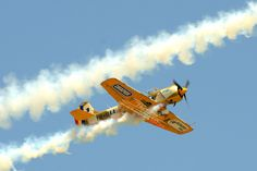 IACARII ACROBATI – Acrobatic Yakkers – YAK 52 Air Show, Light And Shadow, First Photo, Wwii, Planes, Fighter Jets, Aviation, Aircraft, Lights