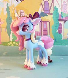 Polly the Moonicorn by krowzivitch on DeviantArt Arte My Little Pony, My Little Pony Figures, My Little Pony Dolls, My Little Pony Drawing, Polymer Clay Disney, Cute Polymer Clay, Ooak Dolls, Art Dolls, Horse Template