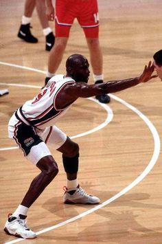 Michael Jordan - Talk to the hand I Love Basketball, Michael Jordan Basketball, Jordan 7, Basketball Legends, Michael Jordan Face, Michael Jordan Photos, Coach Carter, Nba Players, Basketball Players