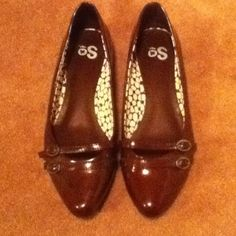 WANT - Burgundy flats, kinda retro with the little buckle details and pointy toes.