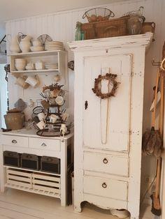 Farmhouse Style Decorating, Farmhouse Kitchen Decor, Home Decor Kitchen, Country Kitchen, Interior Decorating, Jeanne Darc Living, Painted Cupboards, Cottage Kitchens, Antique Farmhouse