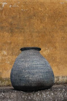 "KAZUNORI HAMANA tsubo ""Wabi Sabi nurtures all that is authentic by acknowledging three simple realities: nothing lasts, nothing is finished, and nothing is perfect. Ceramic Pots, Ceramic Clay, Clay Pots, Ceramic Pottery, Pottery Art, Pottery Ideas, Wabi Sabi, Japanese Ceramics, Japanese Pottery"