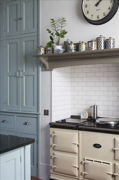 Aga chimney recess. Overmantle in Farrow & Ball's 'Mouses Back'