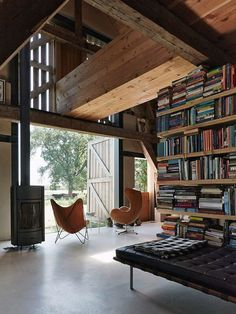 23 incredible home libraries that will fill all book-lovers with interior design lust Interior Exterior, Home Interior, Interior Architecture, Interior Doors, Interior Paint, Bookshelf Design, Bookshelves, Grange Restaurant, Barn Renovation