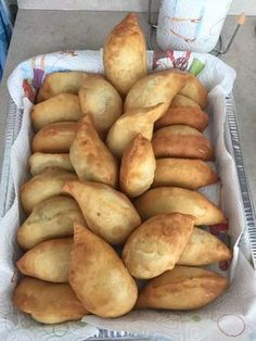 calzoni fritti bimby Focaccia Pizza, Calzone, Lidl, Buffet, Good Food, Yummy Food, Chicken Wing Recipes, Artisan Bread, Antipasto