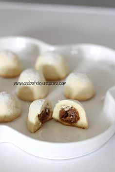 Arabafelice in cucina!: Maamoul (biscotti ripieni ai datteri e noci) Delicious Cake Recipes, Yummy Cakes, Sweet Recipes, Middle Eastern Sweets, Pancake Muffins, Biscotti Cookies, Biscuit Recipe, Sweet Cakes, Cookie Decorating