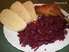 Takúto kapustu som jedla k husacine v krčme na Záhorí. Odvtedy mi každá pripadala planá, bez chuti, bledá, kým sa mi nepodarilo získať tento recept. Zatiaľ chutila každému, komu som ju ponúkla, dúfam, že bude i Vám. Príprava sa zdá zložitá, ale v podstate prísady len postupne pridáte do hrnca. Slovak Recipes, Czech Recipes, Vegetable Recipes, Chicken Recipes, Main Dishes, Side Dishes, Cooking Tips, Cooking Recipes, Modern Food