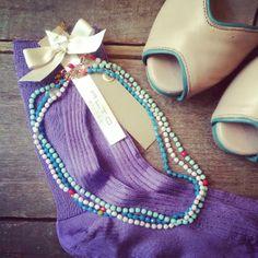 Girolocollo in cristalli colorati e argento - calzette alle violette e scarpine open toe in cipria e verde acqua. Vorrei una sera di quest...