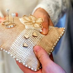 POLŠTÁŘEK pod prstýnky JUTOVÝ Burlap, Reusable Tote Bags, Weddings, Handmade, Timeline, Ideas, Hessian Fabric, Mariage, Wedding