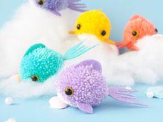 Pom Pom Crafts, Yarn Crafts, Felt Crafts, Diy Crafts, Fun Arts And Crafts, Crafts To Make And Sell, Crafts For Kids, Pom Pom Animals, Diy Broderie