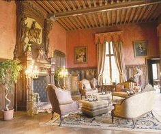 la salle rouge dans le Chateau Challain the Chambord of Anjou