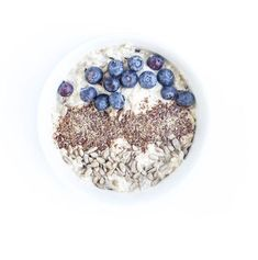 Overnight oats   souldiet Overnight Oats, New Recipes, Acai Bowl, Sprinkles, Cereal, Candy, Breakfast, Food, Acai Berry Bowl