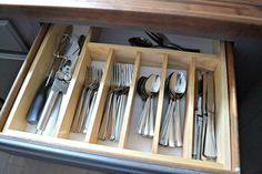 10 to Organized DIY Silverware Drawer Organizer bull The Ugly Duckling House Time for a more organized kitchen! This easy to make custom DIY silverware drawer organizer makes better use of space than a store-bought version! Silverware Drawer Organizer, Diy Drawer Dividers, Kitchen Drawer Organization, Kitchen Drawers, Kitchen Organization, Kitchen Storage, Organized Kitchen, Drawer Ideas, Storage Ideas