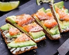 A pescatarian diet promotes long-term wellness. A pescatarian diet is a vegetarian diet with the inclusion of fish and seafood. Avocado Toast, Salmon Avocado, Smoked Salmon, Mashed Avocado, Salmon Sandwich, Avocado Cream, Stop Eating, Clean Eating, Pescatarian Diet