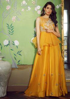 Petite Fashion Tips .Petite Fashion Tips Pakistani Fashion Party Wear, Pakistani Wedding Outfits, Indian Fashion Dresses, Pakistani Dress Design, Indian Designer Outfits, Pakistani Dresses, Designer Dresses, Indian Gowns, Indian Wear