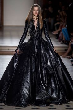 The Julien Fournie Haute Couture F/W 2015 runway show was fantasy goth witch friendly. Dark long dramatic dresses with princess cuts and subtle androgynous styling. See the Julien Fournie Haute Couture F/W 2015 collection below: Dark Fashion, Gothic Fashion, Leather Fashion, Love Fashion, Fashion Show, Fashion Outfits, Fashion Design, Fashion Art, Style Couture