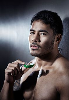 Holding not in mouth Manu Tuilagi, Polynesian Men, Rugby Men, Muscle Bear, Athletic Men, Male Beauty, Black Is Beautiful, Future Husband, Eye Candy