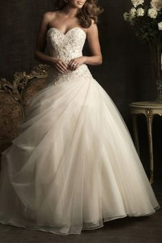 Robe de mariée en tulle décolletée en coeur avec applique. Cliquez pour l'acheter : http://www.persun.fr/robe-de-mariee-en-tulle-decolletee-en-coeur-avec-applique-p-3747.html