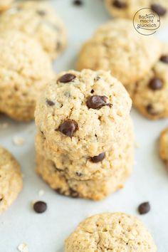 Schnelles Rezept für absolut köstliche Hafer-Cookies. Die amerikanischen Haferflocken-Kekse mit Schokolade sind super einfach und schnell gemacht. Diese Schoko-Hafer-Cookies werden so richtig schön chewy und soft!  #hafercookies #haferflockenkekse #amerikanisch #schokokekse #backenmachtglücklich