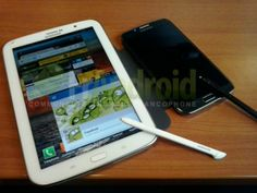 Samsung Galaxy Note 8.0 Poses With Baby Brother Galaxy Note II, Shows Off ItsS-Pen