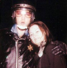 1976 10 04 Elvis was photographed with some fans at 3.30 a.m. outside Vicker's Gas Station on Elvis Presley Boulevard in Memphis,